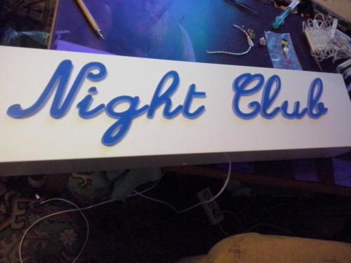 kaseton z dibondu-night club